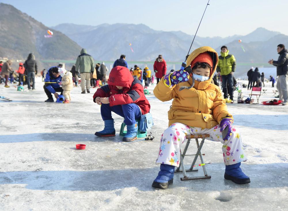 Image result for ตกปลาน้ำแข็ง เกาหลี