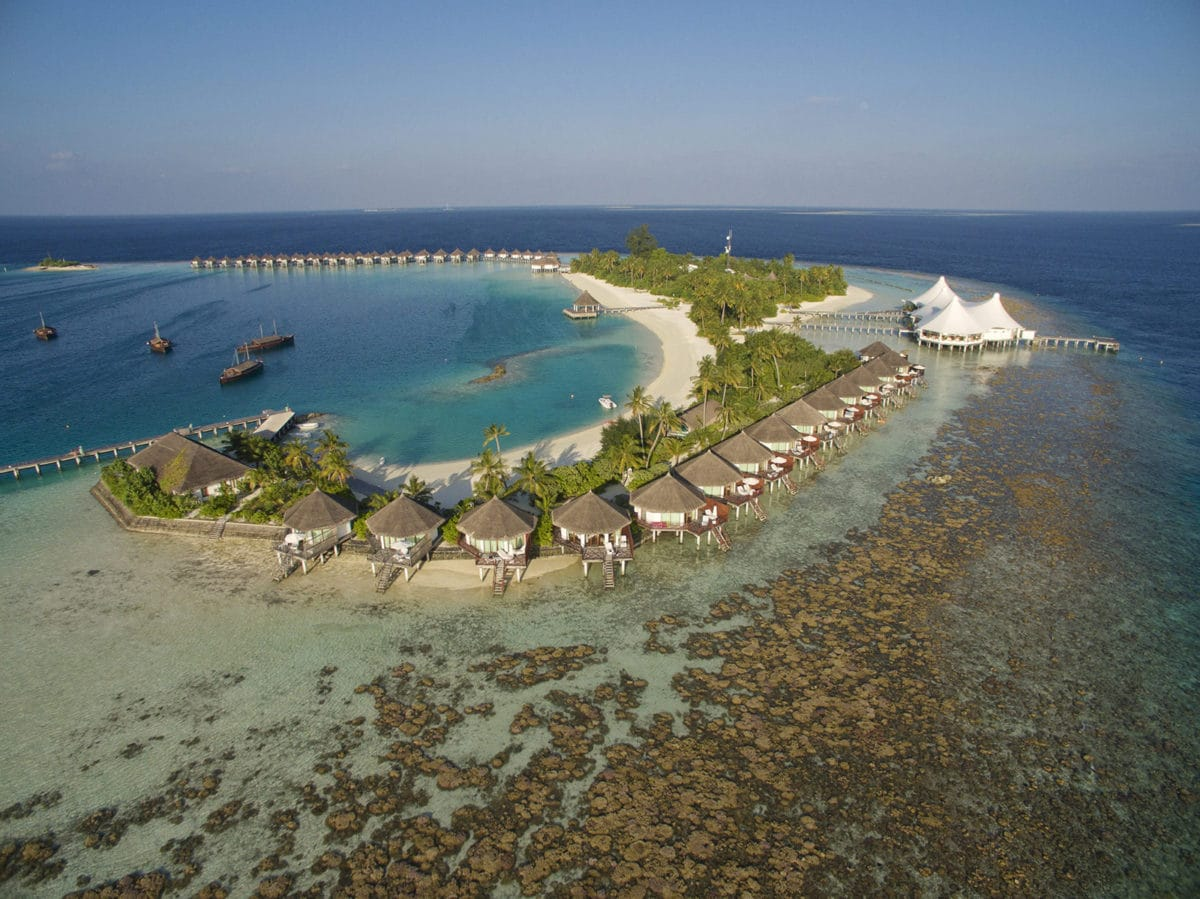 Safari Island Resort & Spa Maldives (ซาฟารี ไอส์แลนด์ รีสอร์ต แอนด์ สปา มัลดีฟส์) ช่วงสงกรานต์ รวมตั๋วเครื่องบิน ราคาเริ่มต้น 42,900 บาท เหมาะสำหรับสายดำน้ำ